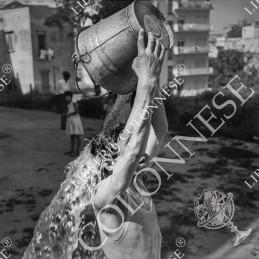 1959. La secchiata -...