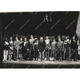 ftografia--eduardo-de-filippo-con-luca-de-filippo-e-la-compagnia-a-teatro